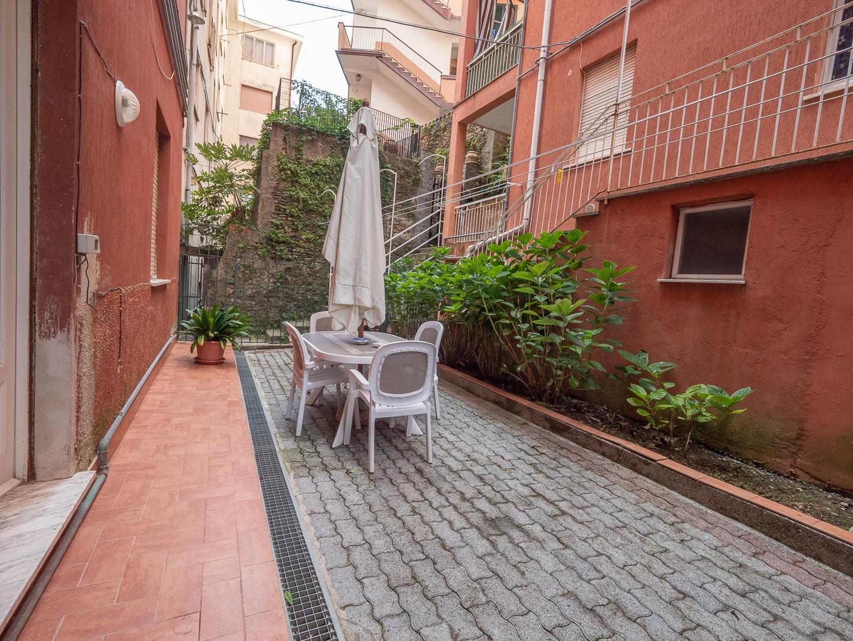 Monterosso 400 metri Mare   Appartamento Piano Rialzato con Terrazzo